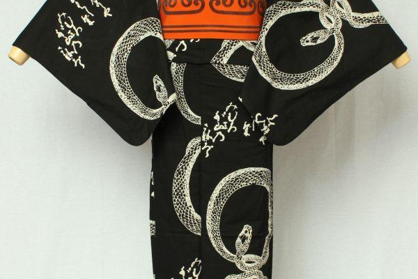 アメリカの20世紀のセックスシンボルとして知られるマリリンモンローをモチーフにデザインしたゆかた。金子画伯が好きだった女優のひとり。