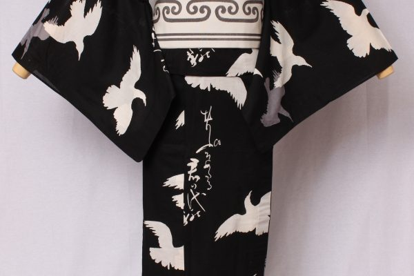 江戸時代のモチーフをモダンにデザインしたシリーズ。唐獅子は中国伝来の獅子で、ライオンをもとに、アジアで形象した巻き毛の動物古典文様。