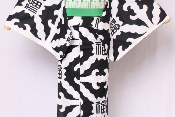 江戸時代のモチーフをモダンにデザインしたシリーズ。蝙蝠を角つなぎの文様にデザイン化し、吉祥の「福」の文字を組み合わせたオリジナル文様。