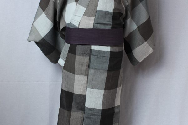 モダンの老舗と称される呉服屋が制作したすべてオリジナルの着物。