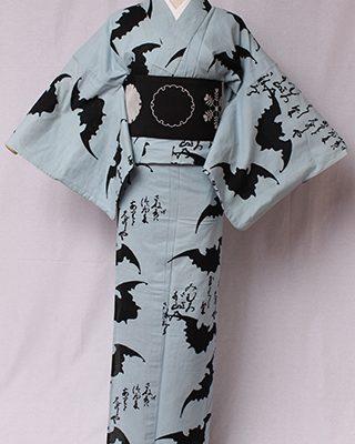 画家金子國義デザイン「Kuniyoshi KANEKO」の代表作。デビュー以来の定番品。中村勘三郎さん、勘九郎さん、hydeさん等、愛用される柄。絽素材使用。