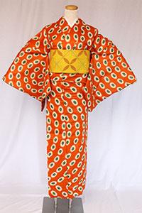 アフリカ系フランス人アーティストが提案するブランド。プリミティブな模様や鮮やかな色がモダンでアート。洗練された完成度の高いきものになりました