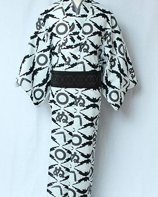 蝙蝠を菱取に「かまわぬ」の文字をデザインしたゆかた。「かまわぬ」は江戸元禄に七代目市川団十郎が衣装に用いで大流行した判じ絵が元。