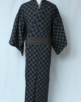 手描きの線で市松柄をデザインしたオリジナル文様。日本の古典柄でもRascalsならこんなにロック。素材は着やすい綿ちりめんを使用しています。