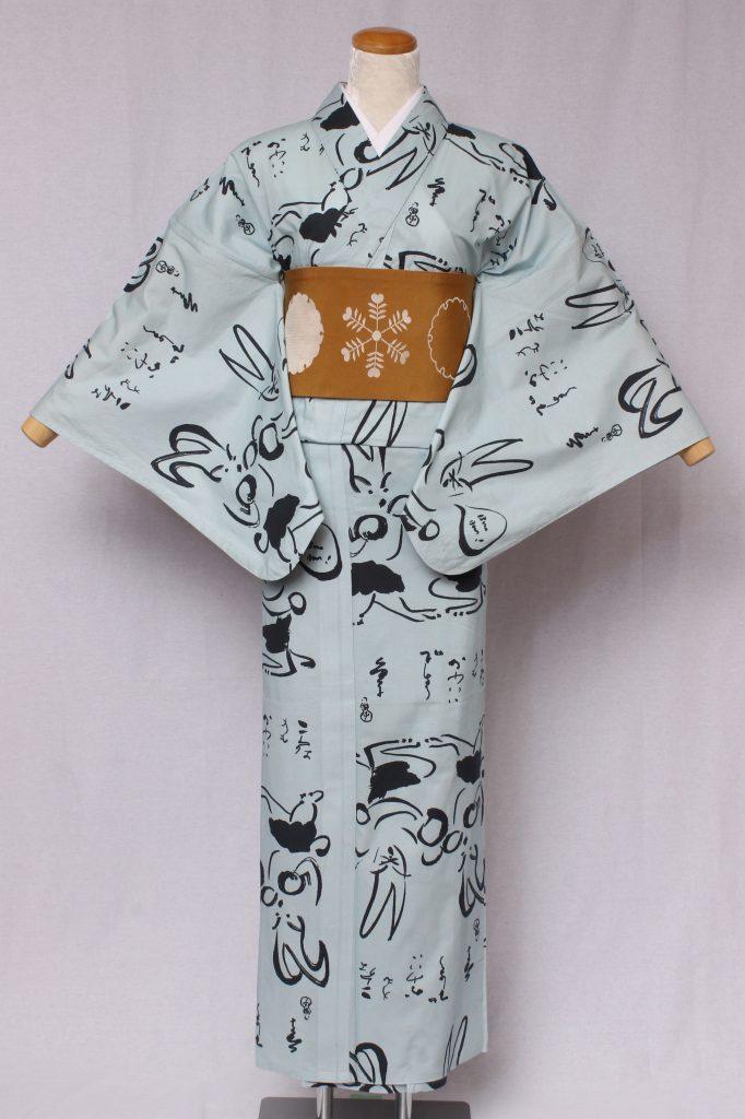 画家金子國義が描いた直筆の墨絵と墨字をにデザインした江戸の粋シリーズ。うさぎが対でボクシングをしている様子を墨絵で描いています。