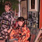 京都のレンタル着物京呉館で着物をレンタルしてくださったお客様。お二人で色違いの双子コーデで京都を街歩き。モダンなおしゃれな柄だからこそ双子コーデもおしゃれに決まります。