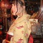 レンタル着物京呉館でレンタルできるレトロで可愛い着物。小物オプションの紅い名古屋と合わせてお出かけくださりました。